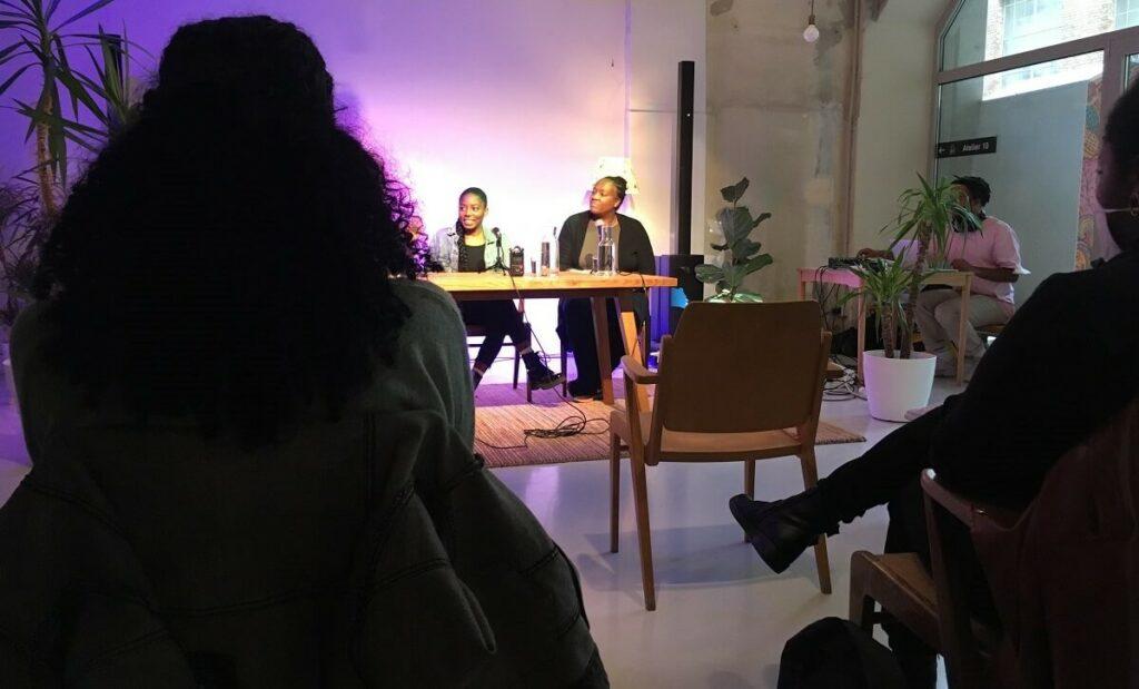 Iris N. von Sugar Honey Black Tea, Adaora Ofoedu, Mitbegründerin der Schwarzen Frauen Community und Gracia Ndona, Mitinitiatorin der ADOE (Afrikanische Diaspora Österreich) diskutieren das Thema der Live Folge: Black Communities Matter