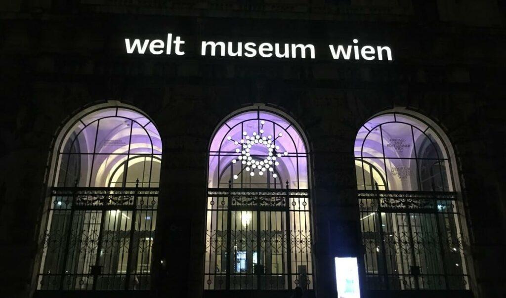 """Vortrag """"Sprachen-Emotionen-Denken-Schreiben. Sieben Schriftstellerinnen und Schriftsteller aus """"Afrika"""" (er)zählen"""" von Rémi Armand Tchokothe im Weltmuseum, Wien"""